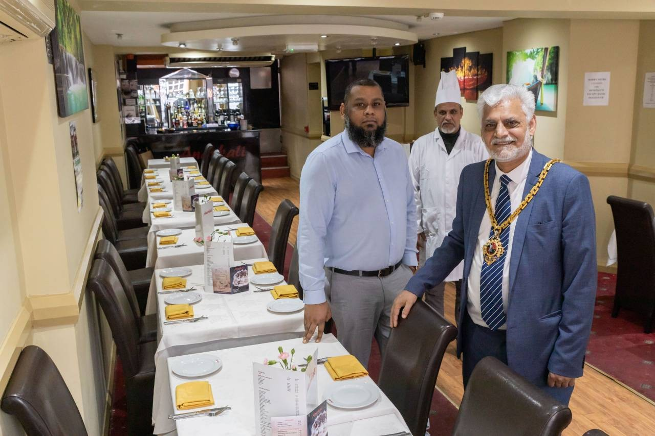 L-to-R--Anarkali-Manager-Ujjal-Ali-Chef-Syed-Nuruzzamn-and-the-Mayor-of-Worcester