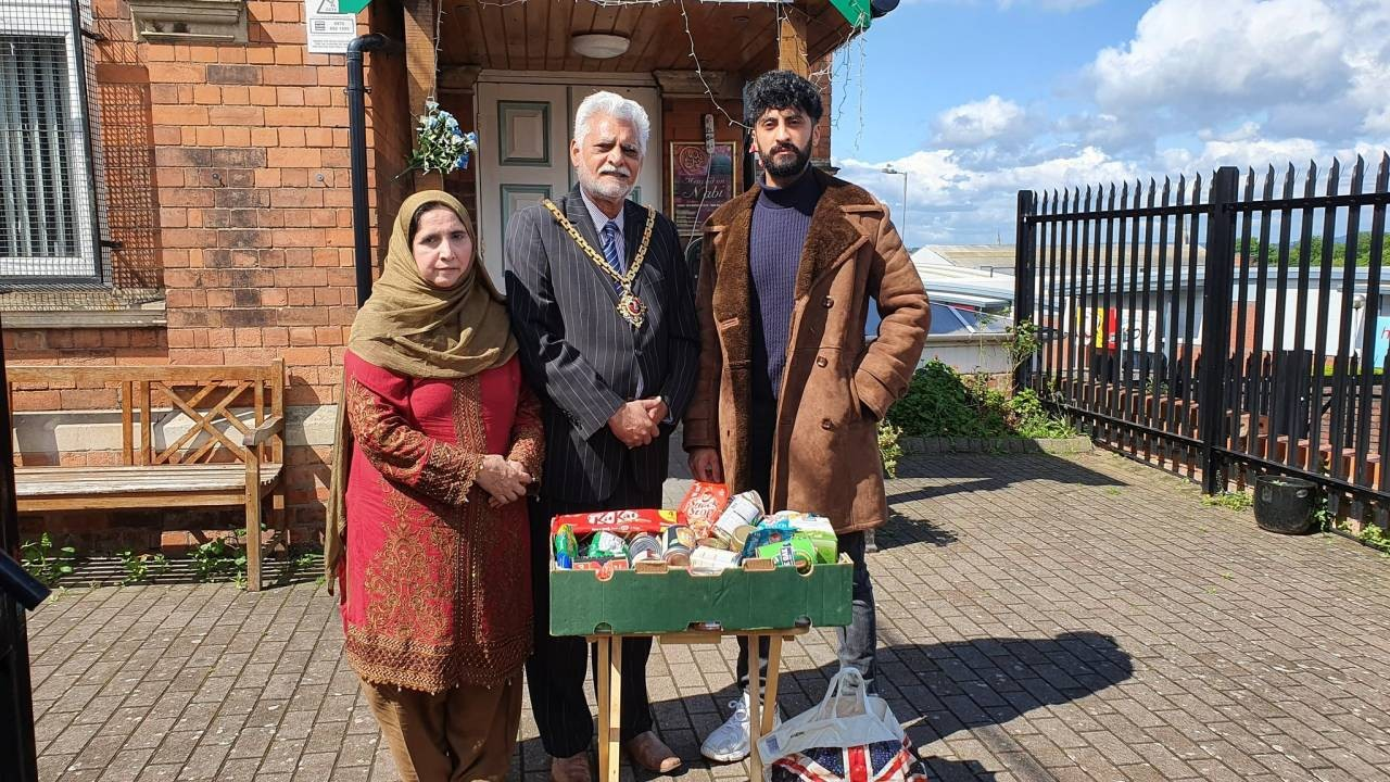 Worcester-Mayor-Mayoress-and-their-grandson-Shafaz-donating-food-parcels-during-Ramadan