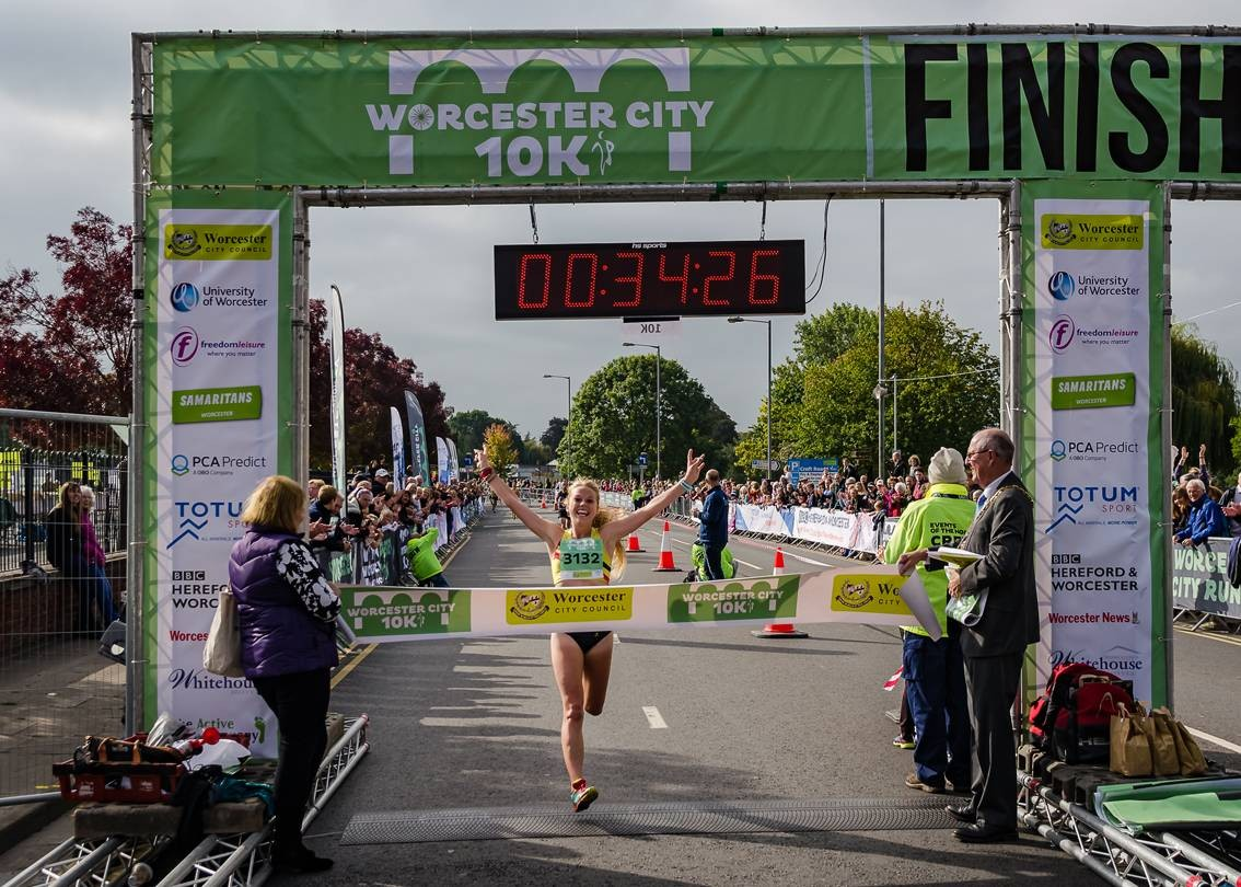 Jenny-Nesbitt-winning-the-womens-Worcester-City-10K-in-2017---credit-Purple-Swan-Photography