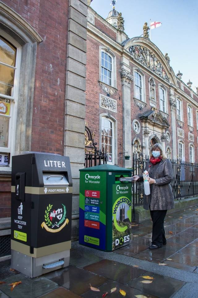 Cllr-Joy-Squires-recycling-on-the-go-in-Worcester-city-centre