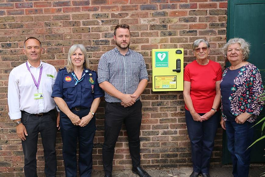 Pictured with the new Cripplegate Park defibrillator are Stuart Minchin, Worcester City Council Community Engagement Officer; Heather Stone of West Midlands Ambulance Community First Responders; Steven Bonnington, General Manager of Hickory's Smokehouse restaurant; Shirley Purvis, Consortium of Cripplegate Bowlers Secretary; and Councillor Chris Cawthorne of the Friends of Cripplegate Park.