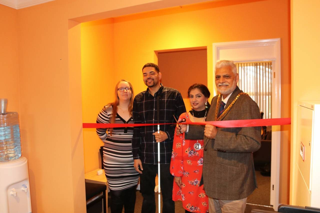 Mayor opens mediation centre for ex-partners