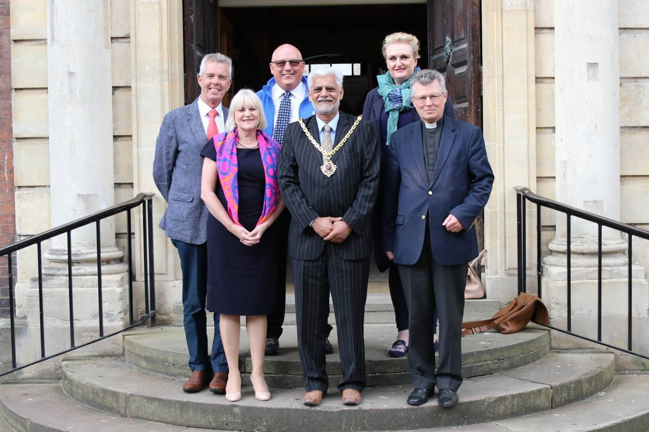 Worcester-Mayor-Cllr-Allah-Ditta-with-representatives-from-his-designated-charities
